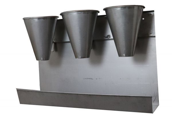 Wall bracket with 8 slaughtering funnels